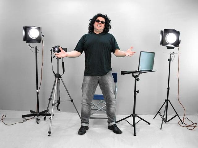 Director-Stage-Direction-Very-Gut-Movie-Set-1100325.jpg
